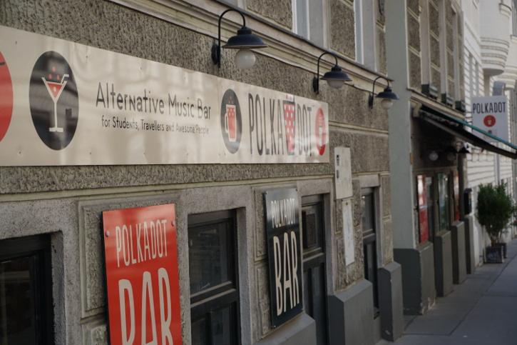 public viewing Wien das Polkadot in 1080 Aussenansicht