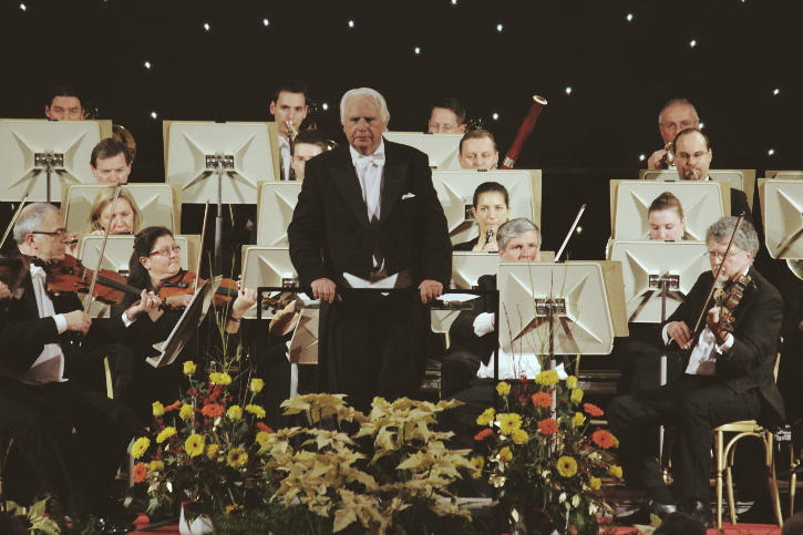 Gert Hofbauer conducting the Vienna Hofburg Orchestra on New Year´s Eve