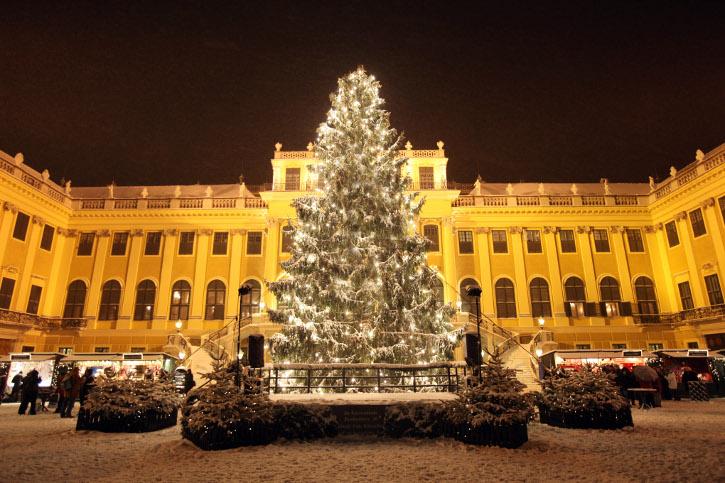 Weihnachtsmarkt Wien vor dem Schloß Schönbrunn