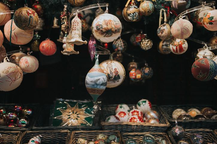 Weihnachtsmarkt Wien - Weihnachtskugeln zoom