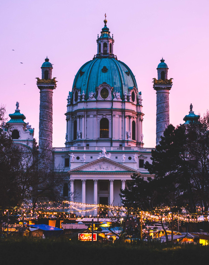 Weihnachtsmarkt am Karlsplatz Wien