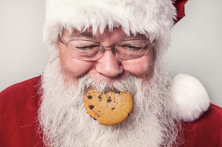 Weihnachtsmärkte Wien - Nikolaus mit Keks im Mund