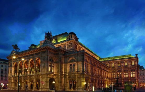 Vienna State Opera - Facade at night